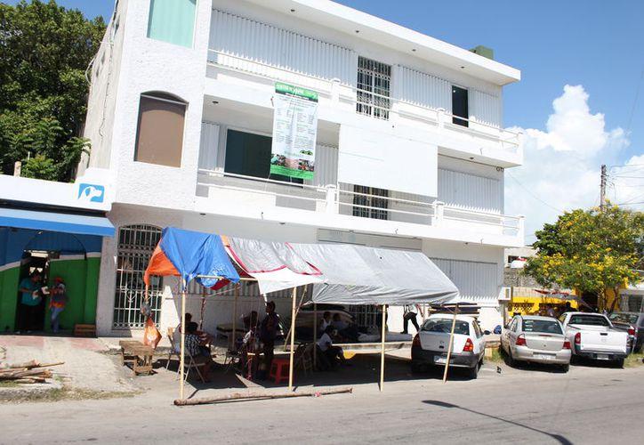 Los manifestantes expusieron que las autoridades de Fonhapo federal que solo se radicaron $14 millones. (Joel Zamora/SIPSE)