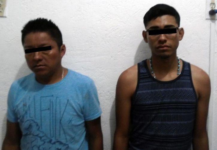 Los dos hombres trasladados a las instalaciones de la Secretaría Municipal de Seguridad Pública y Tránsito. (Foto: Redacción)