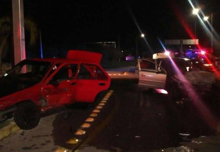 Así quedaron los vehículos luego del impacto, en el Fraccionamiento Las Américas, anoche al filo de las 23:00 horas. (Fotos: Joel González/vía celular)