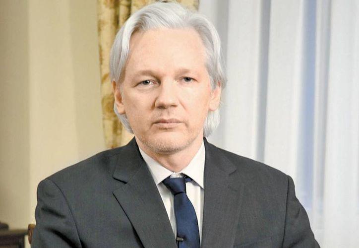 """El creador de wikileaks, Julian Assange, felicitó la """"victoria"""" de Snowden sobre Obama. (Milenio)"""