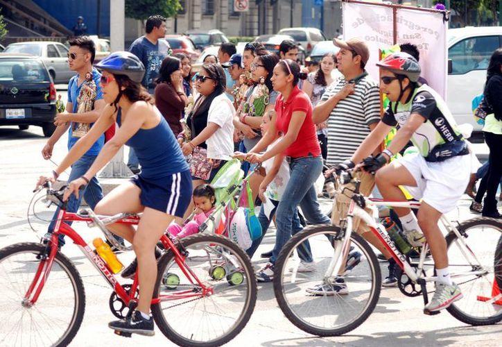 Estiman que a diario se realizan más de 100 mil viajes en bicicleta. (Archivo/Notimex)