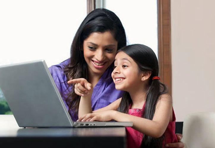 El gobierno de Solidaridad impulsa el desarrollo de las mujeres al capacitarlas en temas de tecnologías. (Contexto/Internet)