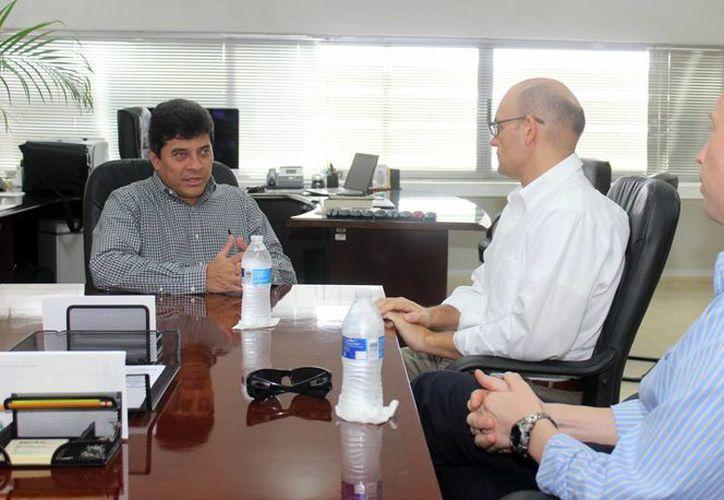 El Fiscal General de Yucatán, Ariel Aldecua, se reunió por primera vez con el nuevo Cónsul de Estados Unidos en Yucatán, David Micó. (Foto: cortesía del Gobierno del Estado)