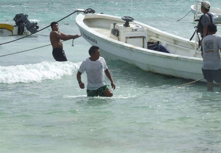 Algunos hombres de mar ya no pudieron salir a pescar. (Rossy López/SIPSE)