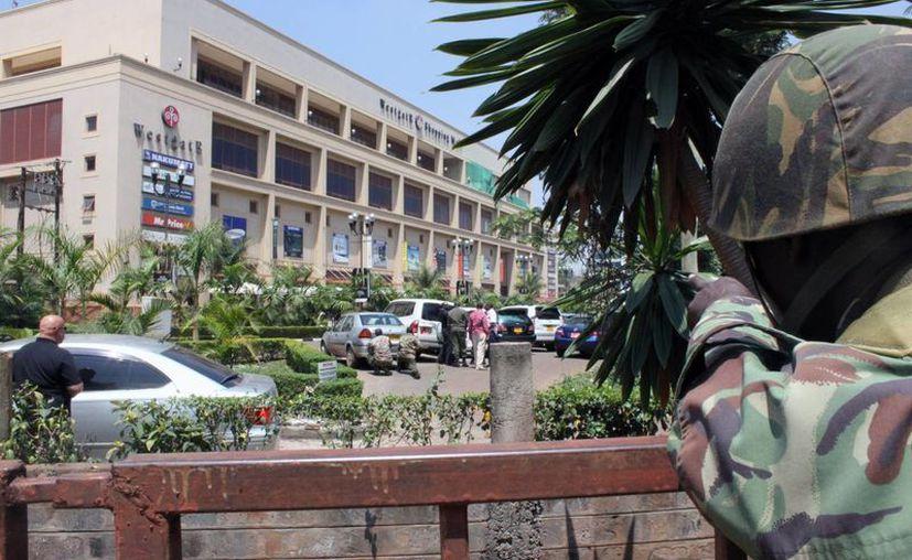 Fachada del centro comercial Westgate. El jefe de la policía de Nairobi Benson Kibue dijo que todo parecía ser un ataque terrorista. (Agencias)