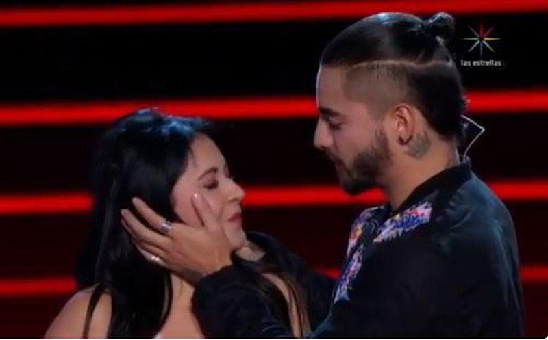 Maluma besó a concursante de La Voz
