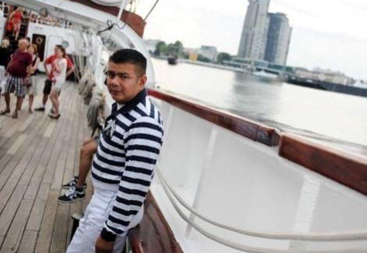 Un marinero en la cubierta del buque escuela Cuauhtémoc. (Milenio)