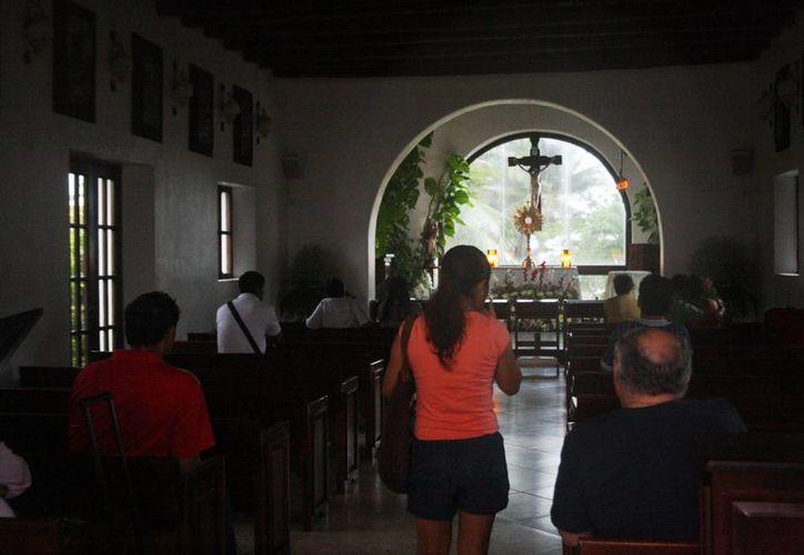 La iglesia católica no acepta bodas del mismo sexo. (Octavio Martínez/SIPSE)