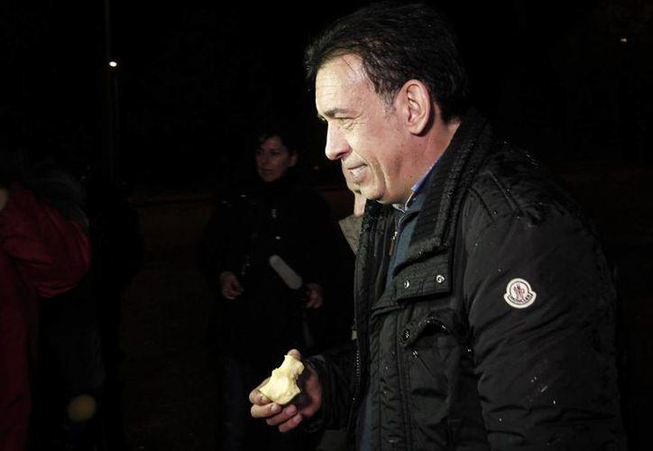 El ex gobernador de Coahuila, Humberto Moreira, es investigado por lavado de dinero en España. En la imagen, a su salida de la cárcel de Soto del Real en España. (Agencias)