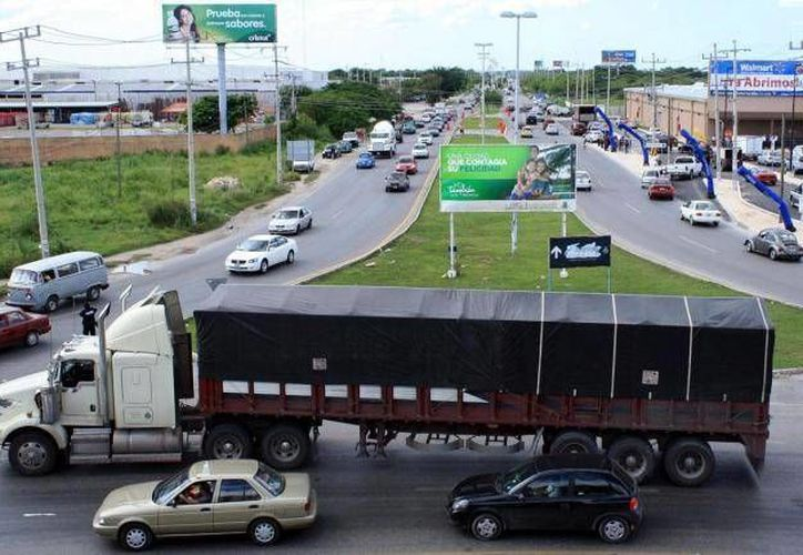 La ampliación de carriles en la salida Mérida-Caucel tuvo un contratiempo en marzo, pero la obra finalmente se concluyó. (SIPSE/Archivo)