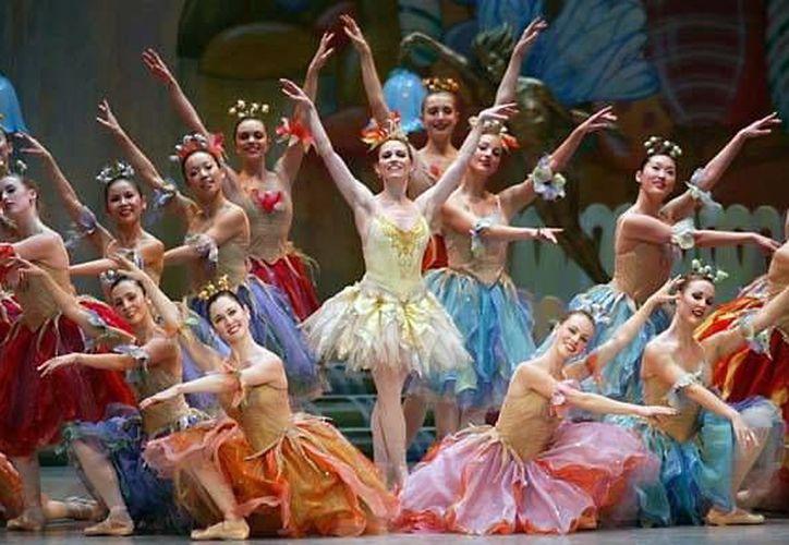 El ballet <i>El Cascanueces</i>, que es una de las obras más significativas de la época decembrina, se presenta hoy y mañana en el teatro <i> Armando Manzanero</i> de Mérida. (SIPSE)
