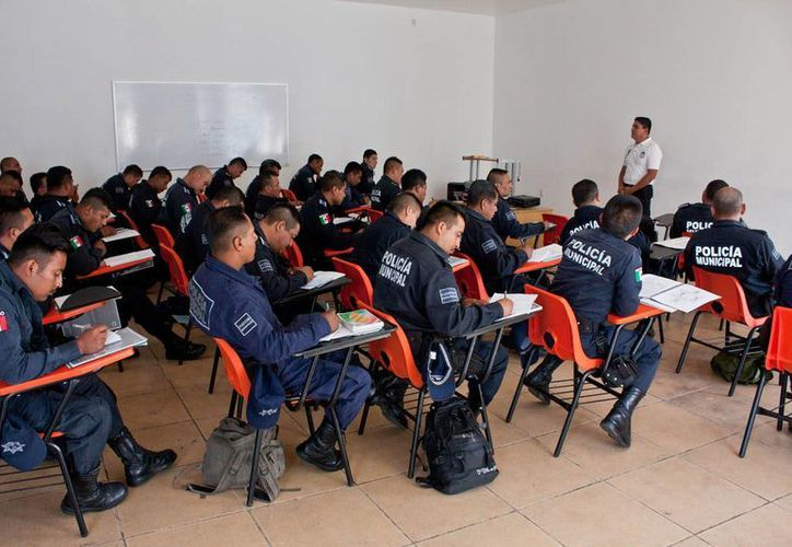 Durante el 2014, los policías han recibido diferentes cursos de capacitación, para ofrecer un mejor servicio. (Cortesía)