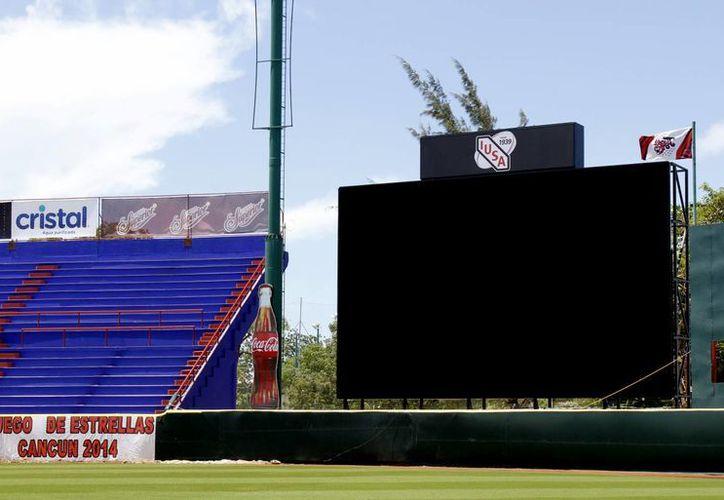La pantalla sería la segunda más grande la Liga Mexicana de Béisbol, estará lista el 31 de mayo. (Francisco Gálvez/SIPSE)