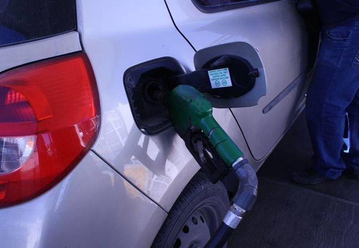 El líder de los gasolineros del sur, aseguró, que esta estrategia no representa peligro para la venta del producto. (Enrique Mena/SIPSE)