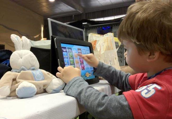 Los especialistas reconocen que es necesario el acercamiento de los menores a la tecnología. (Redacción/SIPSE)