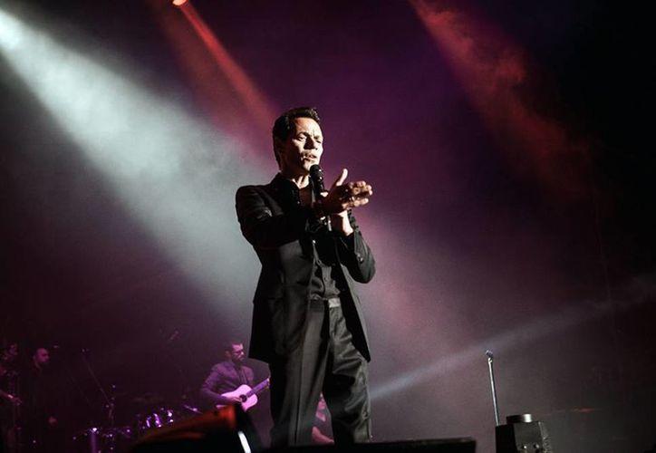 Por recomendaciones del médico el cantante debe de guardar reposo y posponer sus conciertos para evitar daños que pudieran ser permanentes en sus cuerdas vocales. (marcanthonyonline.com)