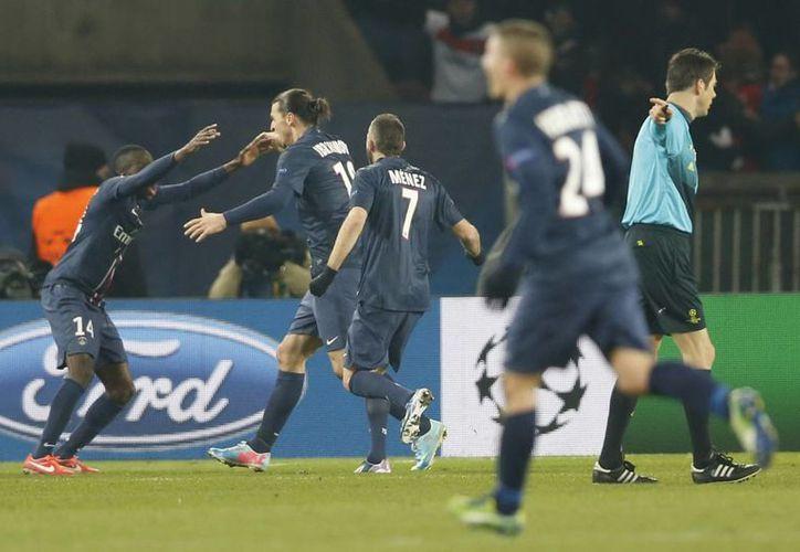 Goles de Pastore y Lavezzi y un autogol dieron el triunfo por 3-2 al PSG sobre Metz en la Liga de Francia. (EFE/Foto de archivo)