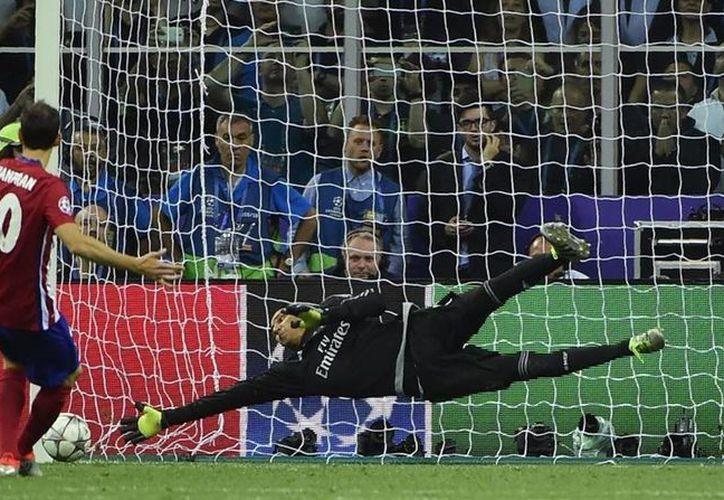 El penal de Juanfran es uno de los más recordados ya que le costó el título de la Champions League al Atlético de Madrid. (AP)