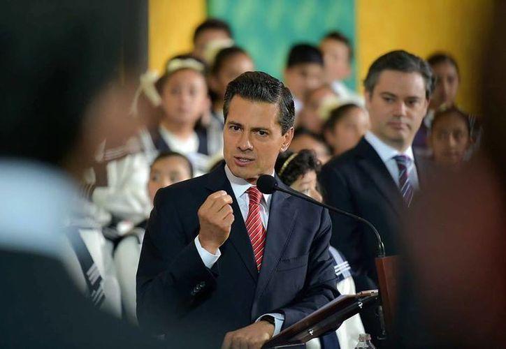 El presidente, Enrique Peña Nieto, presentó una iniciativa para modificar la Constitución y legalizar el matrimonio igualitario en todo México.  (facebook.com/EnriquePN)