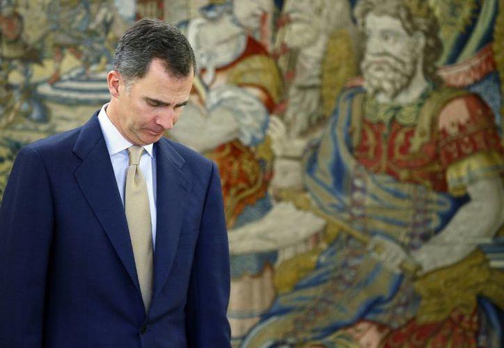 El rey Felipe VI de España firmó el martes 3 de mayo de 2016 un decreto que disuelve el Parlamento y convoca elecciones para el 26 de junio. (Foto AP Archivo/Ángel Díaz)