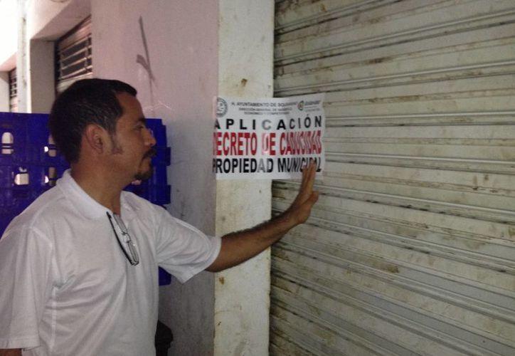 Pretenden recuperar los locales cerrados de la parte baja del mercado. (Adrián Barreto/SIPSE)