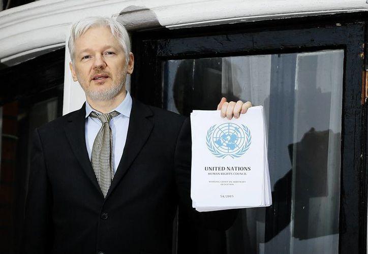Assange se encuentra refugiado desde 2012 en la embajada de Ecuador en la capital inglesa. (AP/Kirsty Wigglesworth)