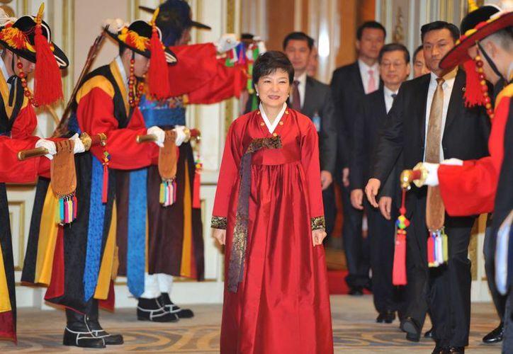 Park Geun-hye, a su llegada a la cena oficial tras su nombramiento como nueva presidenta de Corea del Sur. (Agencias)