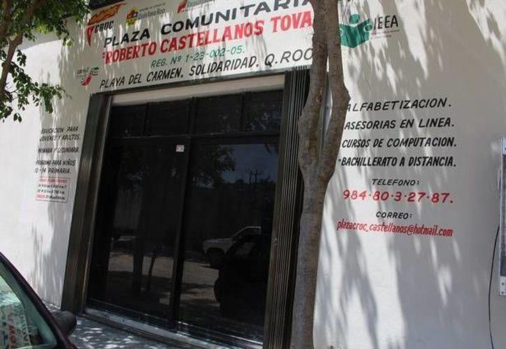 """Los menores acuden diariamente a la sala audiovisual y presencial de la plaza comunitaria """"Roberto Castellanos Tovar"""". (Yesenia Barradas/SIPSE)"""