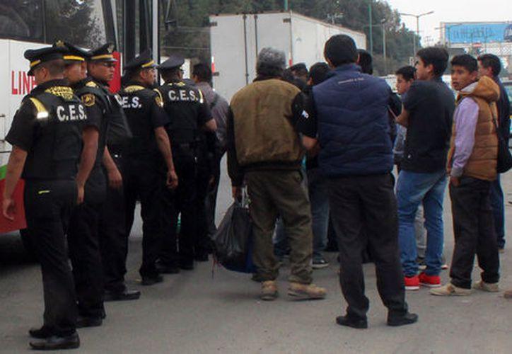 """Detallaron que los detenidos, Ángel """"N"""" y Alberto """"N"""" están relacionados en al menos 19 asaltos. (Milenio)"""