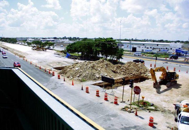A diario circulan más de 100 mil vehículos en el Anillo Periférico de Mérida. (Milenio Novedades)
