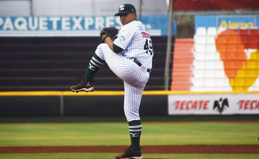 Jonhatan Castellanos lleva tres de tres en lo que va de la temporada. (Leones de Yucatán)