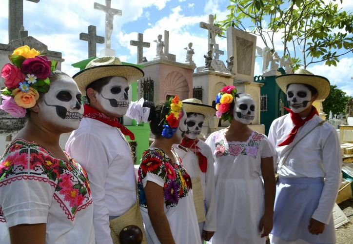 El tradicional 'Desfile de las Animas' se realizará el viernes 28 de octubre con un recorrido desde el Cementerio General hacia el parque de San Juan. (Milenio Novedades)