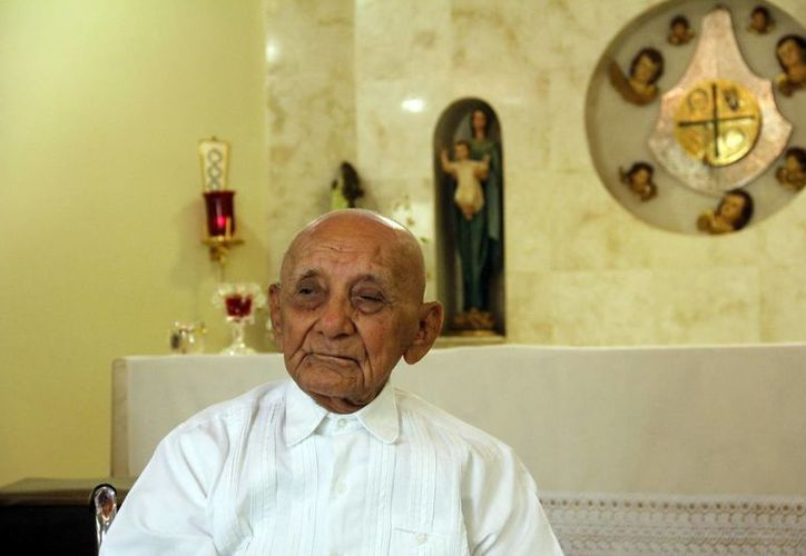 El padre Leocadio Pech May, de 99 años de edad. (Juan Albornoz/SIPSE)