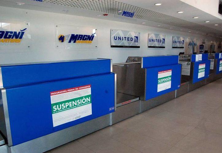 La Profeco impuso sellos de suspensión a los módulos de la tres aerolíneas en la terminal aérea meridana. (SIPSE)