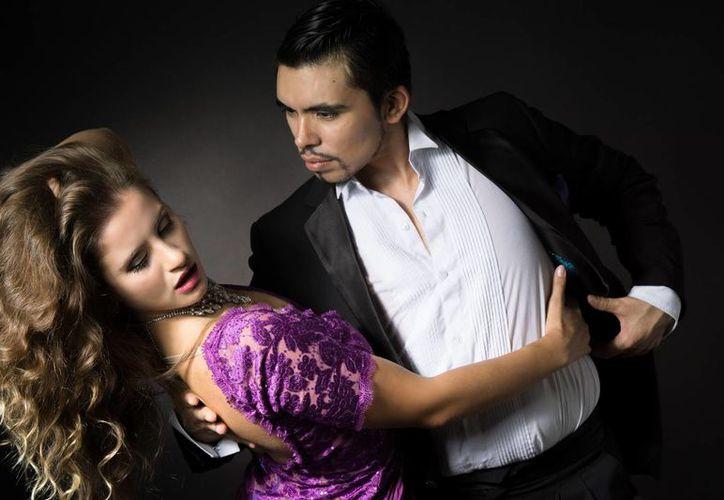 Los bailarines de tango Julio Saavedra y Ángeles Carrión se presentarán esta semana en Cancún. (Cortesía)