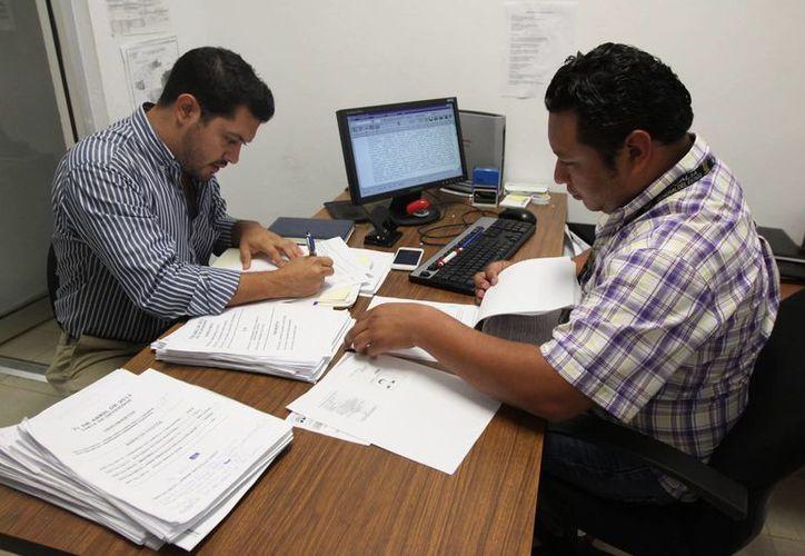 La denuncia fue interpuesta por apoderado legal, Rodrigo Osorio Cáceres (izq). (Cortesía)