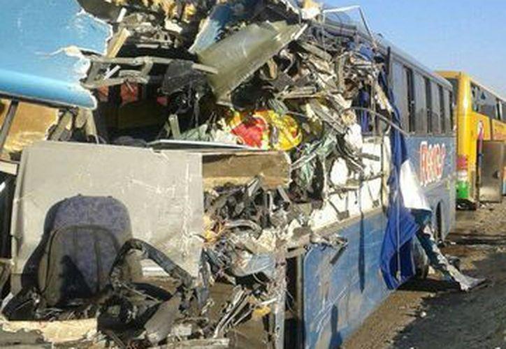 En 2014 murieron dos mil 798 personas en accidentes carreteros en todo el país. (twitter.com/guerravisada)