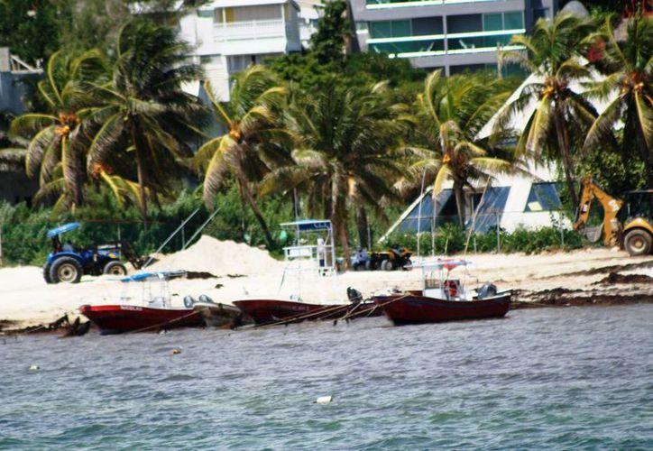 La Capitanía de Puerto de Playa del Carmen entregará 150 engomados a embarcaciones de servicios turísticos. (Octavio Martínez/SIPSE)