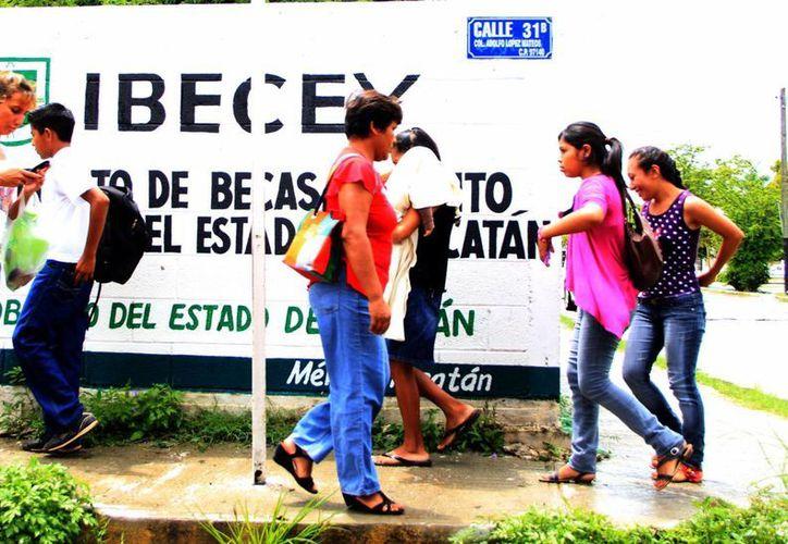 Ibecey hizo un llamado a los alumnos para que visiten su página web y estén atentos a las convocatorias para las becas escolares. (Milenio Novedades)