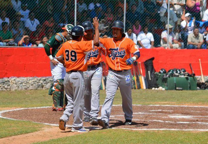 En el primer duelo en Puerto Morelos entre Leones y Tigres, los campeones vencieron 11x8 este martes a los yucatecos quienes continúan en gira de pretemporada. (Milenio Novedades)