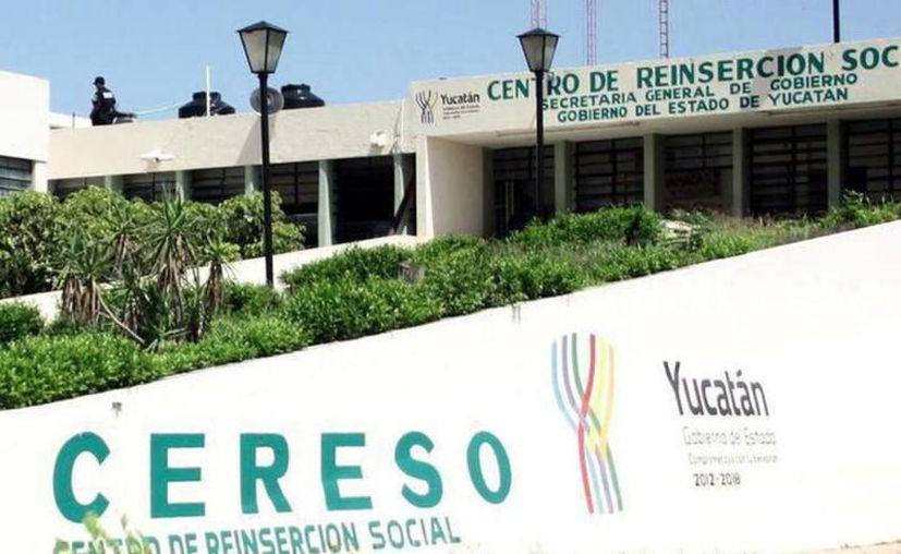Toman medidas de prevención para evitar contagios en el Cereso. (Novedades Yucatán)