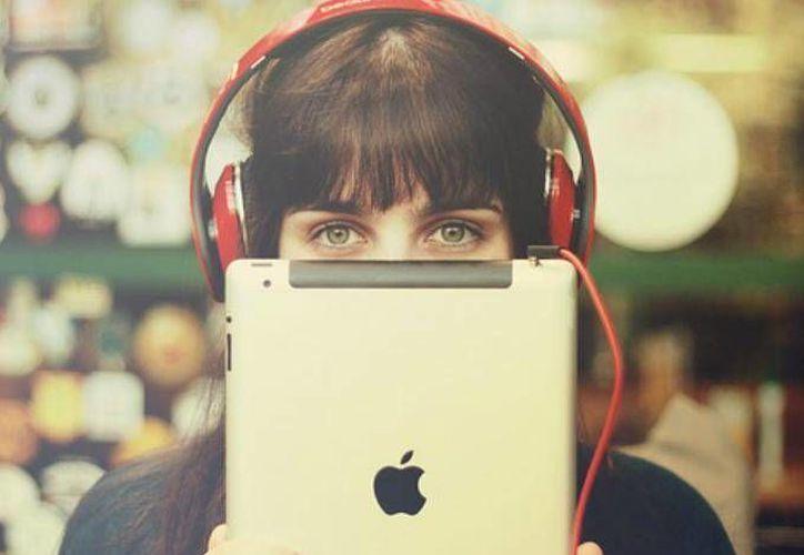 Apple busca conquistar a los usuarios universitarios de Spotify. (Dinero En Imagen)