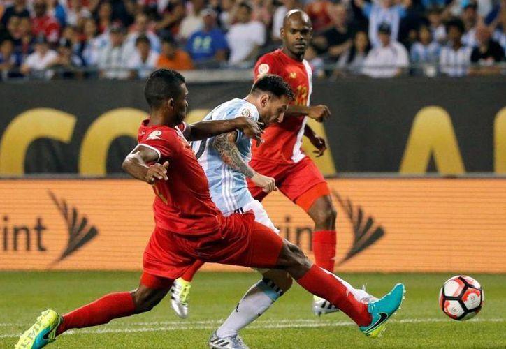 Se espera que Lionel Messi vea acción este martes tras el partidazo que brindó el pasado viernes ante Panamá. (Archivo/ AP)