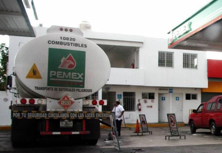 Hasta el año 2019 el precio de la gasolina pudiera tener las condiciones de precios para reflejarse en beneficio del bolsillo de los consumidores. (Archivo SIPSE)