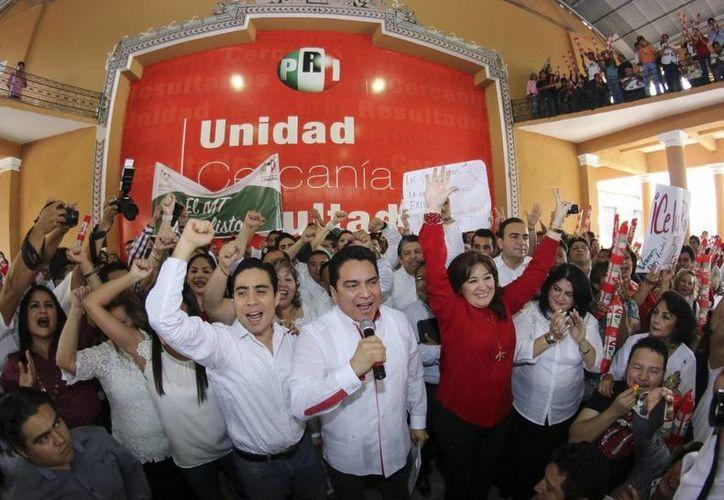 El registro de precandidatos priistas a las diputaciones locales de Yucatán, en la Casa del Pueblo. (SIPSE)