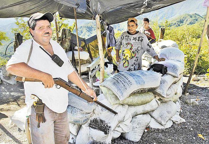 Comuneros de Huizontla, Michoacán, exigieron a las autoridades frenar la ola delictiva en la región. (Cuartoscuro/Milenio)