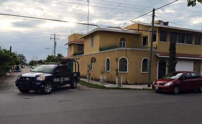 Una casa ubicada en la colonia Magisterial de Chetumal fue cateada por la SEIDO en busca de pornografía infantil. (Ángel Castilla/SIPSE)