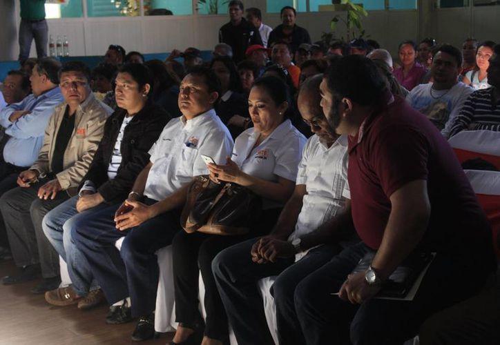 El líder del SNTE recibía en el 2013, alrededor de 45 mil pesos mensuales. (Harold Alcocer/SIPSE)