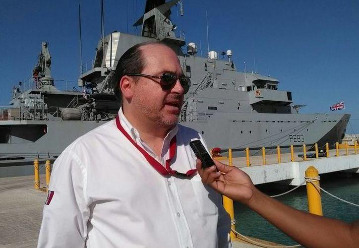 El titular de la Administración Portuaria Integral, Raúl Torre  Gamboa, afirma que el Viaducto  Alterno al Puerto de Altura de Progreso estará listo a más tardar en diciembre. (José Acosta/SIPSE)