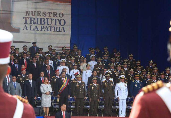 Nicolás Maduro y su gabinete encabezaban un desfile militar (Twitter Carnet de la Patria)